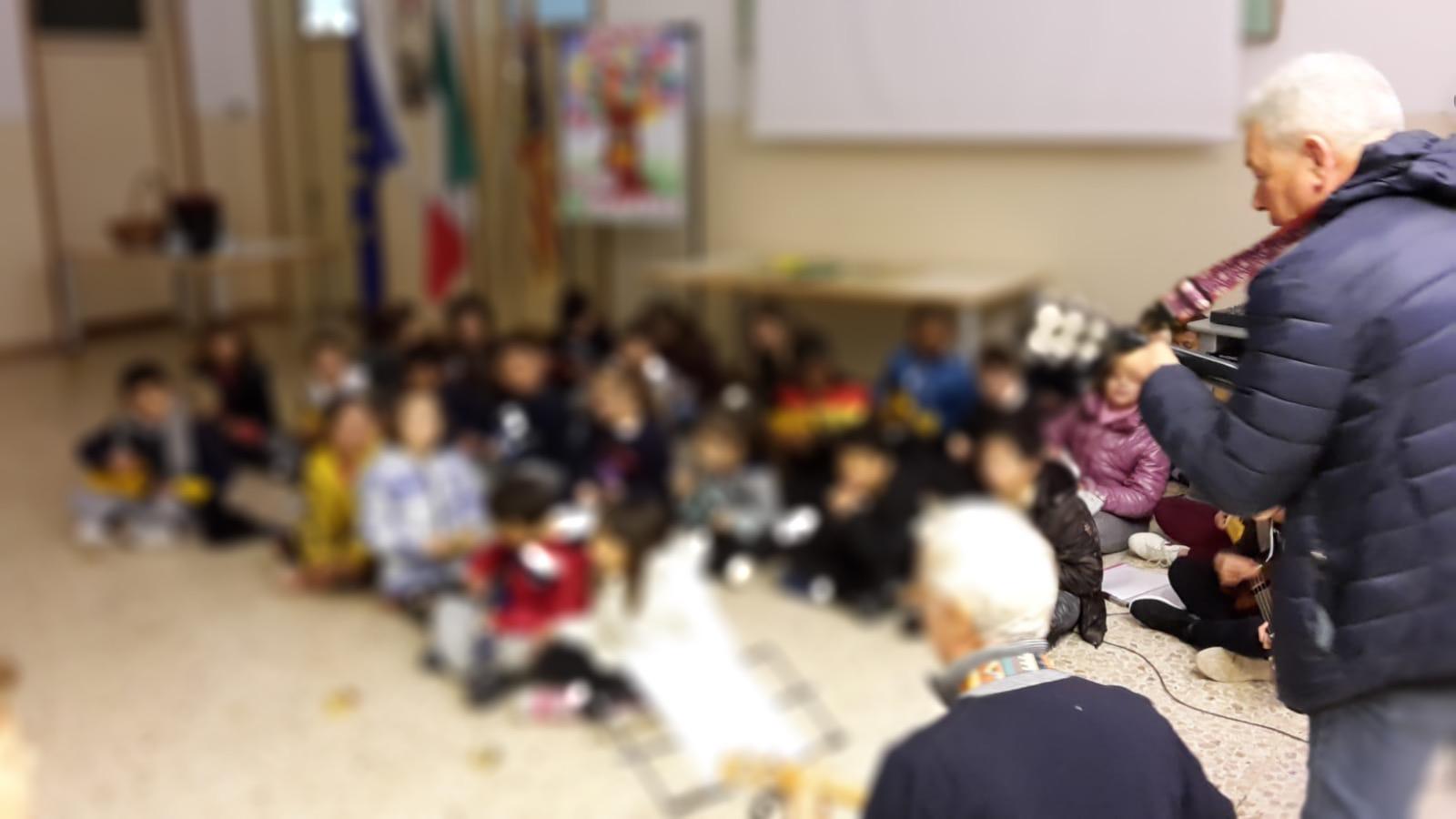 bambini che partecipano all'evento