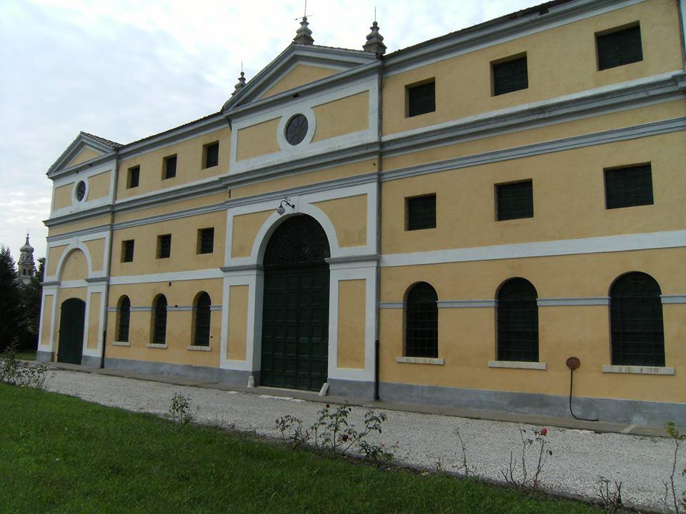 Villa Marzolla - foto della villa dal lato ovest