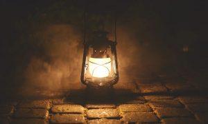 Il Filò - Lampada Ad Olio nella stalla