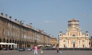 Polesani in gita a Carpi - piazza principale di Carpi