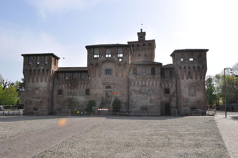 visitare cento - La Rocca Di Cento sullo sfondo