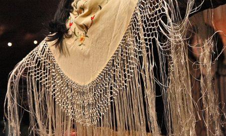 Lo scialle delle venete - dettaglio di Scialle Con Molte Frange lunghe