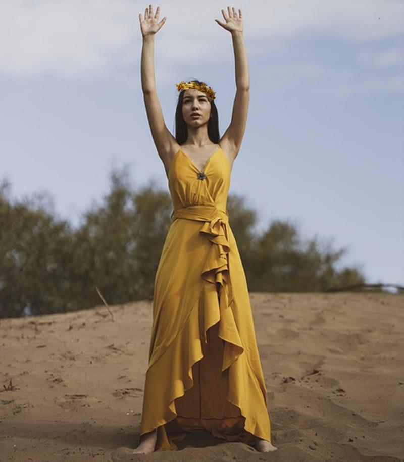 ninfa - sacerdotessa che fa un rito
