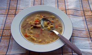 pasta e fasoi - Cucchiaio nella minestra