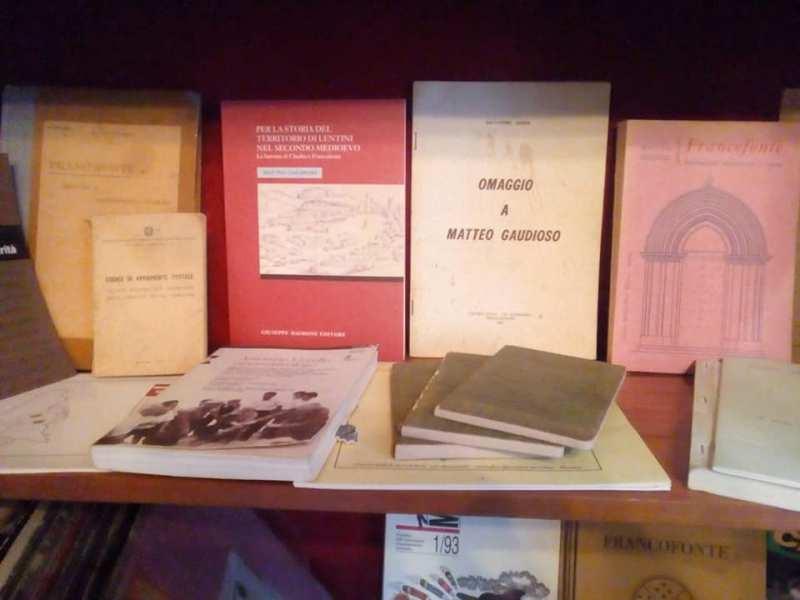 Alcuni libri esposti nel palazzo