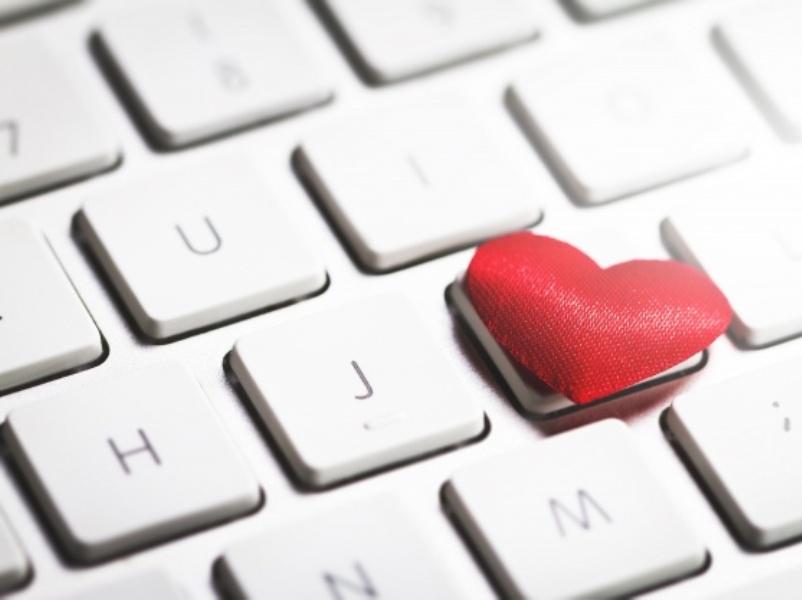 Amore - cuore sulla tastiera