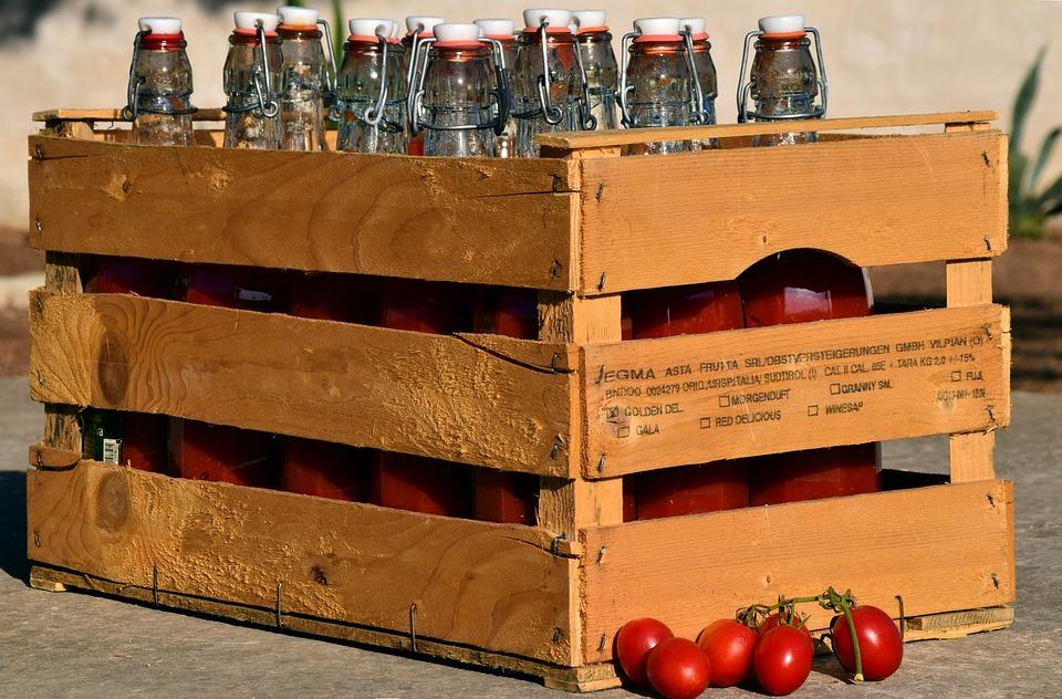 Luglio Bottiglie Di Pomodori Per Salsa
