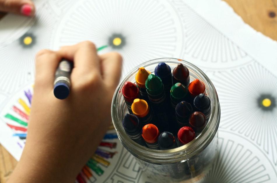 Giornata Mondiale Infanzia Novembre matite colorate