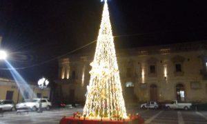 Albero Natale Piazza Garibaldi 2021