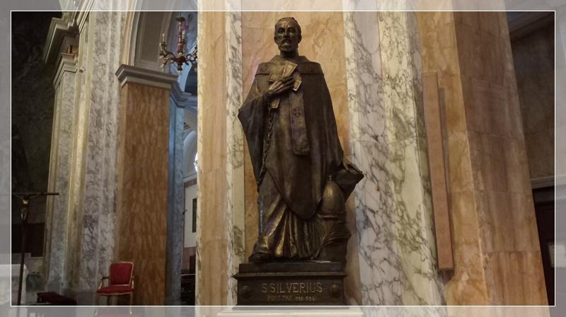 San Silverio-statua