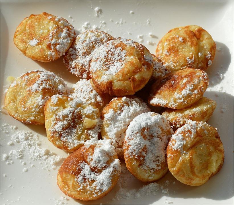 crespelle ciociare - frittelle con zucchero a velo