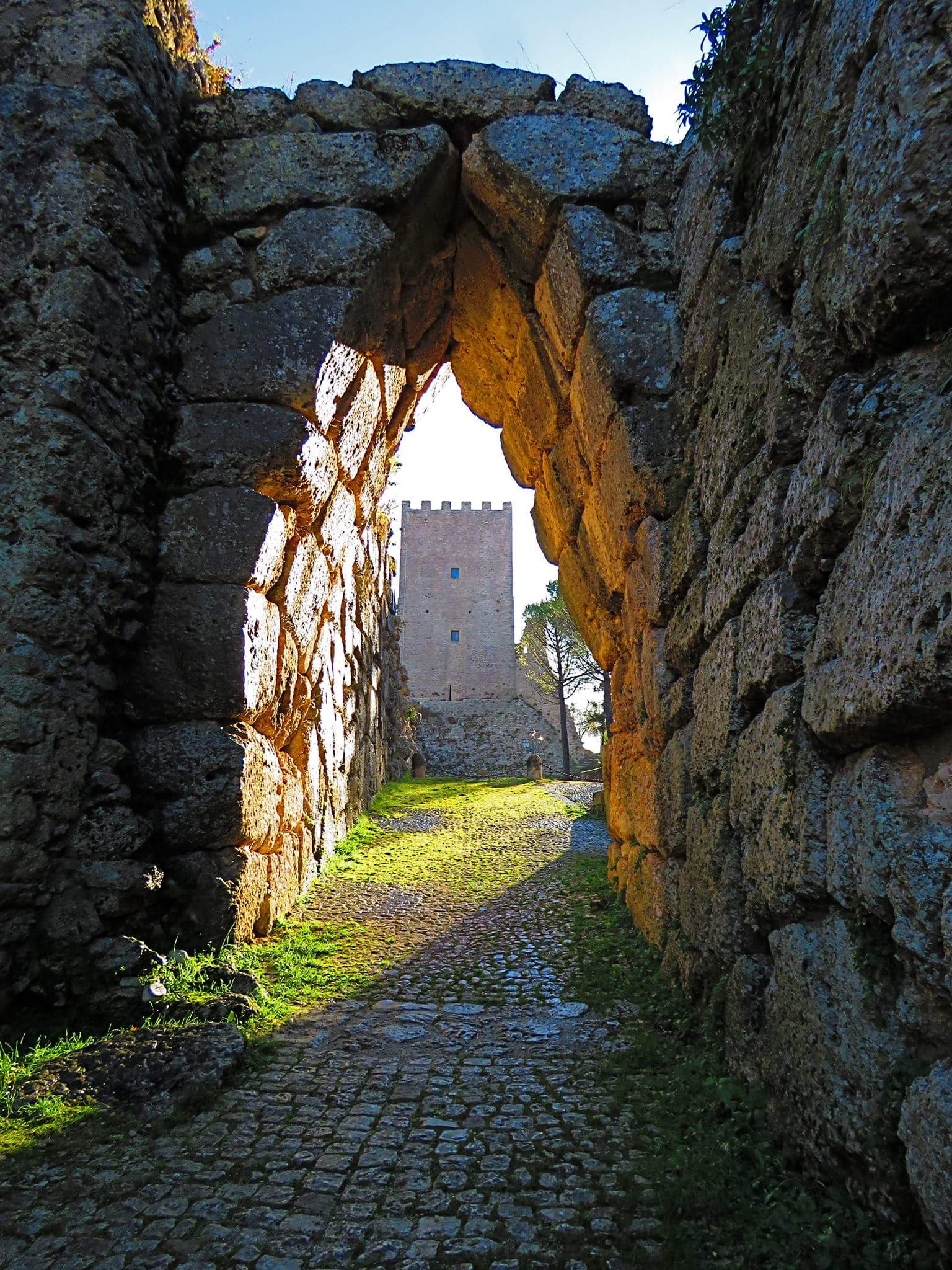 civita vecchia di Arpino - immagine di Arco A Sesto Acuto