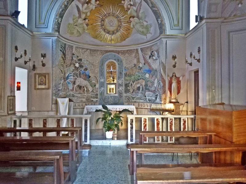 Rione Giardino- interni della chiesa di Sant aElisabetta