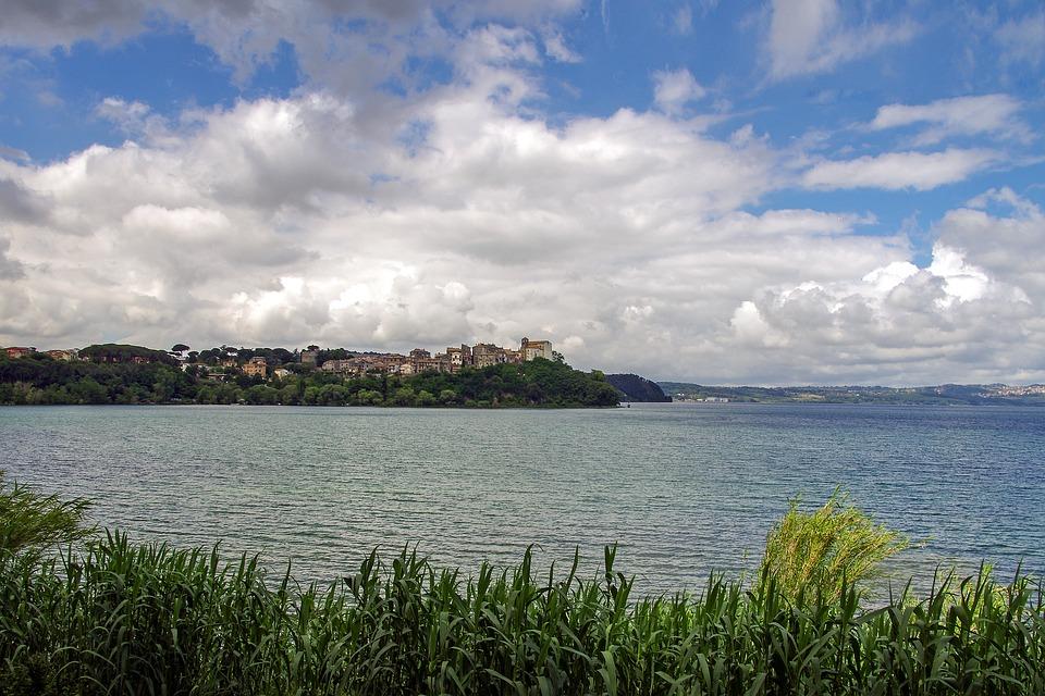 Federica la ragazza del lago - immagine del lago di Anguillara