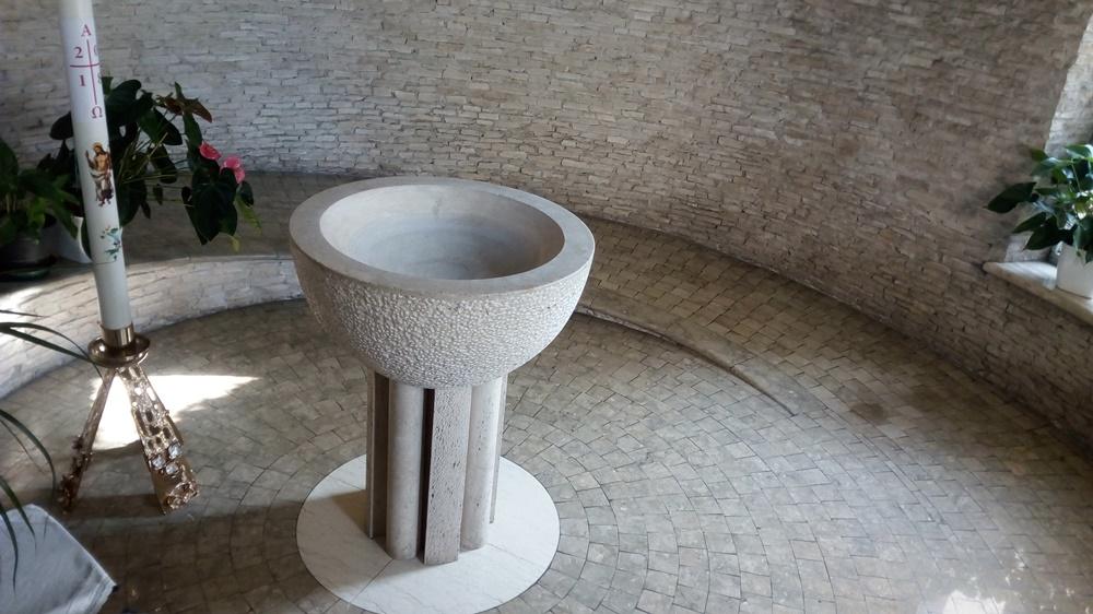 San Paolo ai Cavoni - Piccola Fonte Battesimale nella parrocchia