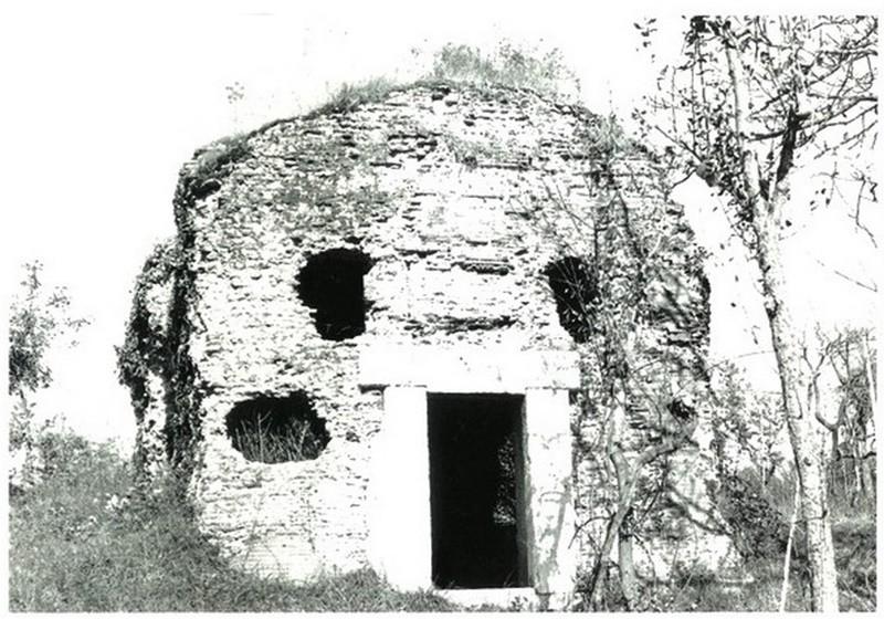 tomba sant'Angelo - La Tomba S Angelo in una foto in bianco e nero