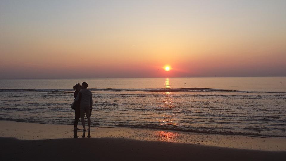 Terracina spiaggia della Ciociaria - Innamorati sulla spiaggia