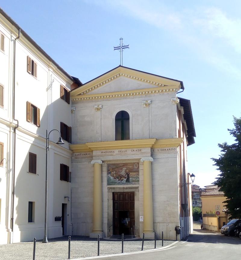 la facciata - dettaglio della chiesa