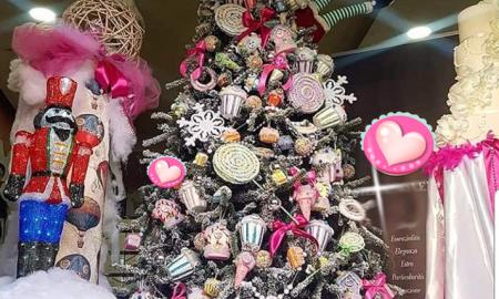 il natale in Ciociaria - albero decorato con simboli di giocattoli