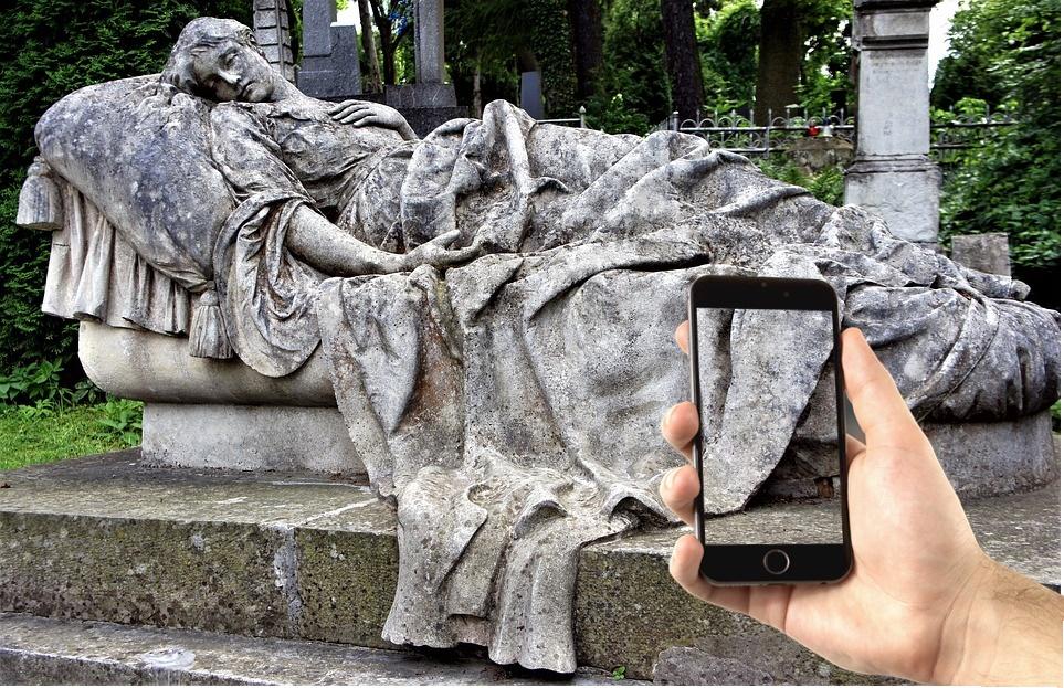 visitare il caro estinto in videochiamata - Tomba Monumentale del civico cimitero