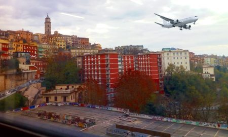 Aeroporto civile a Frosinone - aereo in volo su Frosinone