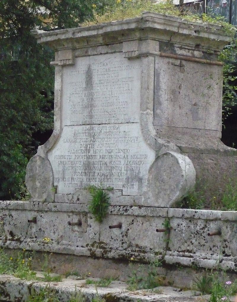 Restauro della Fontana Bussi - Bussi con le erbacce