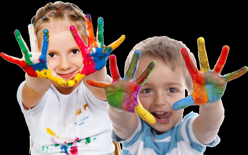 Centri estivi per bambini - Bimbetti che giocano con il colore