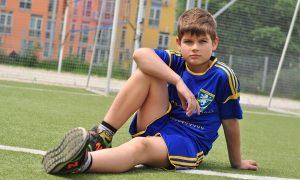Centri estivi - ragazzo che gioca al Calcio