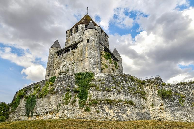 Castello di Selva dei Muli - Castello Arroccato sulla collina