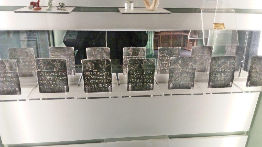 Magia e archeologia a Roma . le laminette delle maledizioni