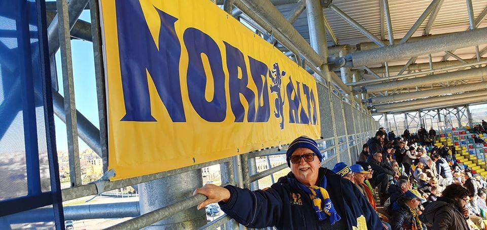 sfondo giallo blu - Luciano Allo Stadio con il Frosinone