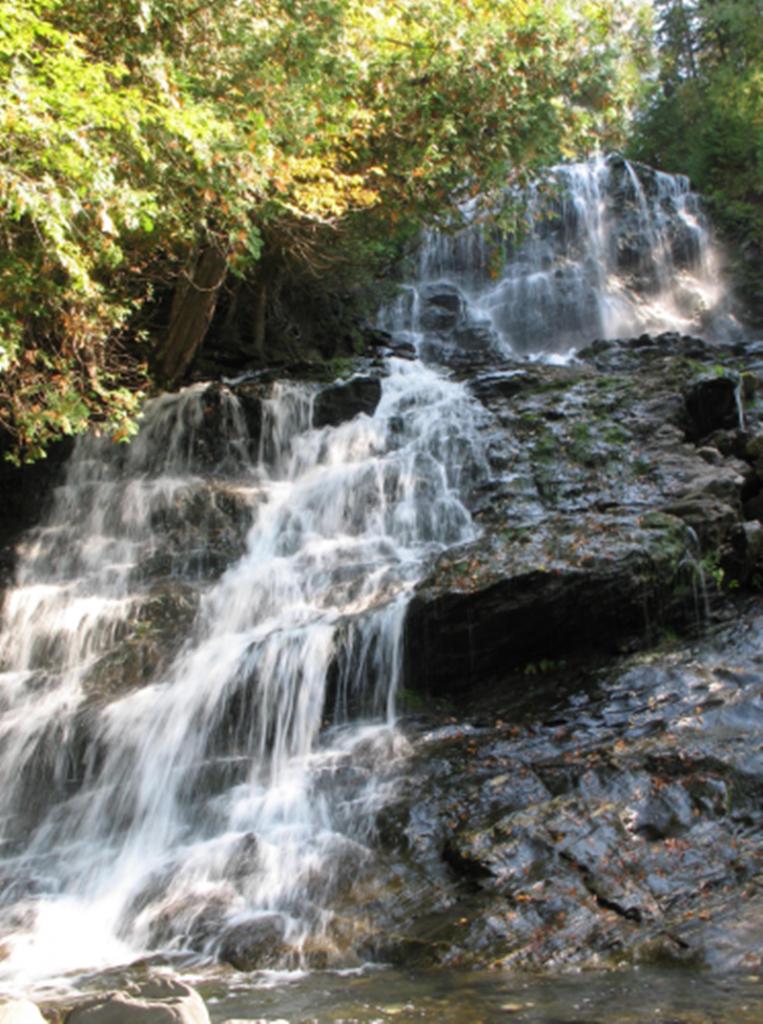 Le sorgenti del Cosa - Cascatelle tra le rocce