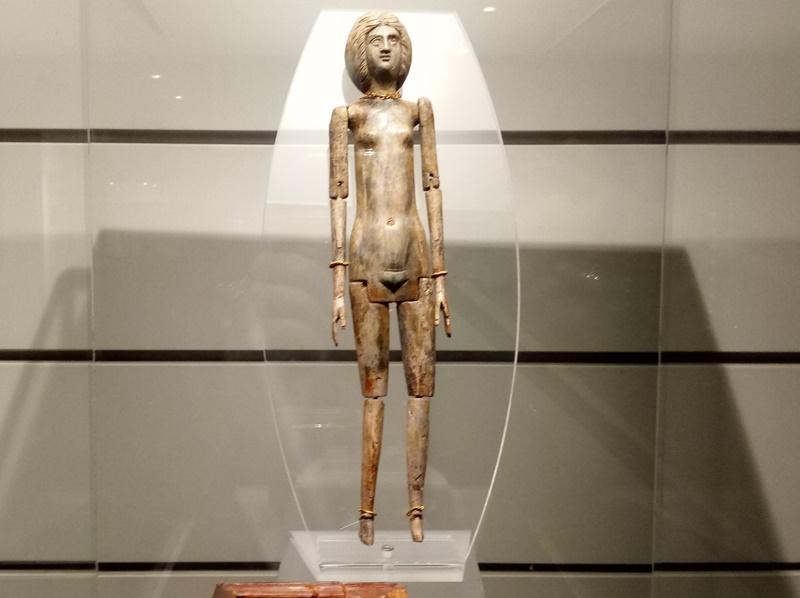 La bambina romana - bambola in avorio