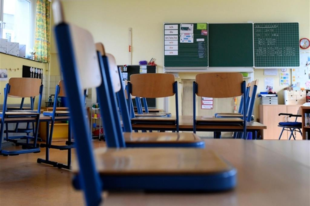 Misure anti #Covid-19 a scuola - banchi di scuola