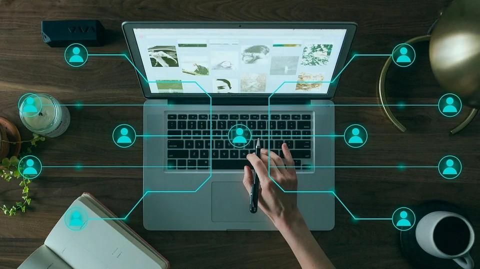 Fibra ottica - immagine evocativa di Business Technology