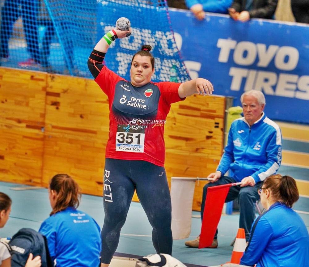 Martina Carnevale - l'atleta durante il lancio del peso