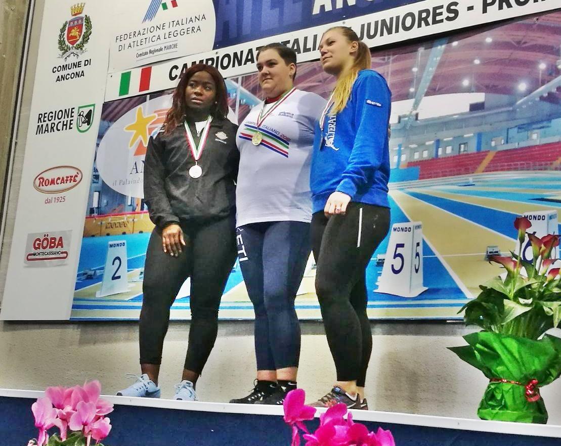 Martina Carnevale - Martina con tre atlete dopo l'oro