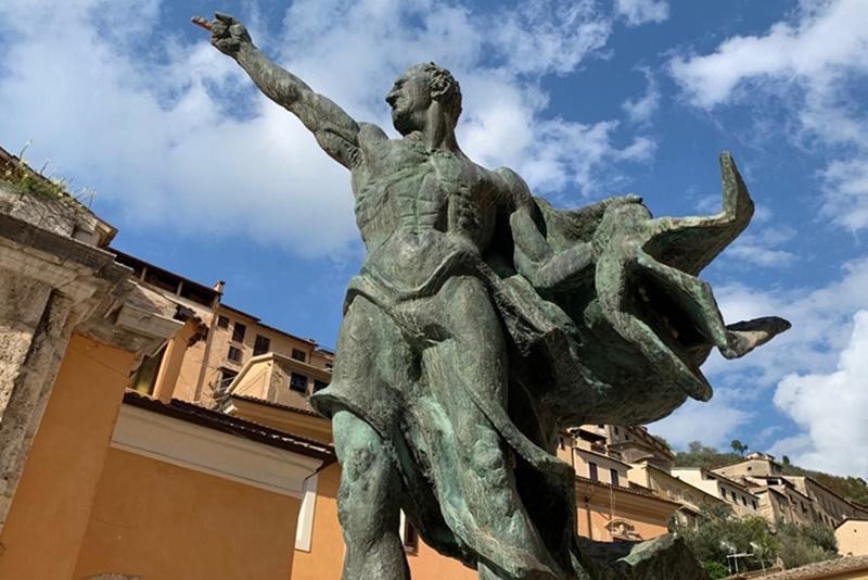 Tour_ Arpino - statua di Cicerone