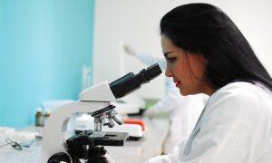 lattoferrina - Dottoressa al microscopio