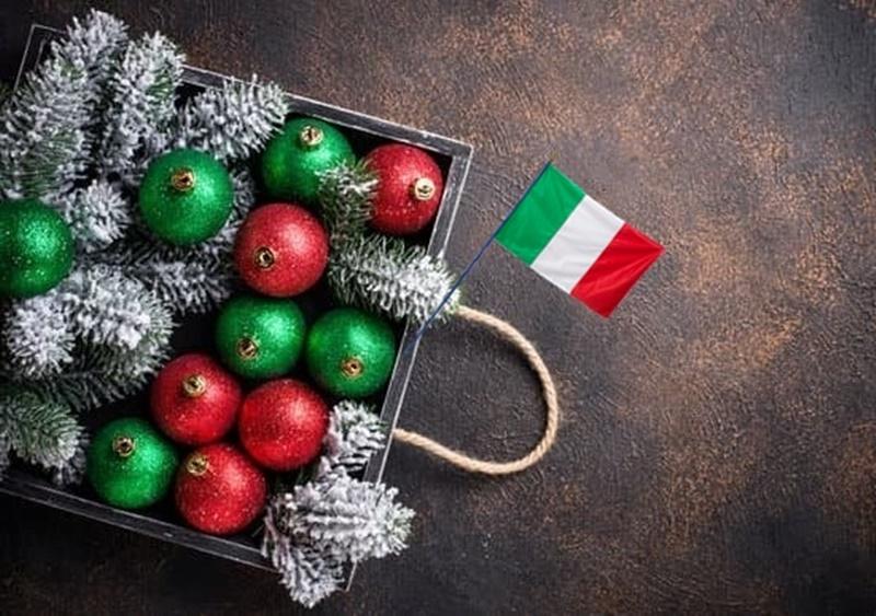 Addobbi natalizi in anticipo - Palle Colorate ispirate al tricolore