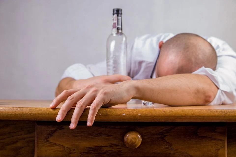 Lotta alle dipendenze - Uomo che ha bevuto molto