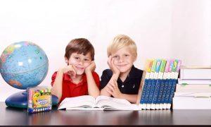 Lotta alle dipendenze - Bambini che studiano