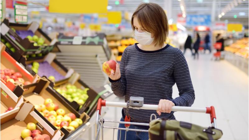 Buoni spesa alimentari - la spesa con la mascherina