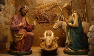 Concerto di Natale a Torrice - Piccola Natività dipinta a mano