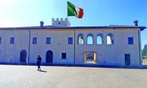 Museo in Villa Comunale - la villa comunale con il tricolore