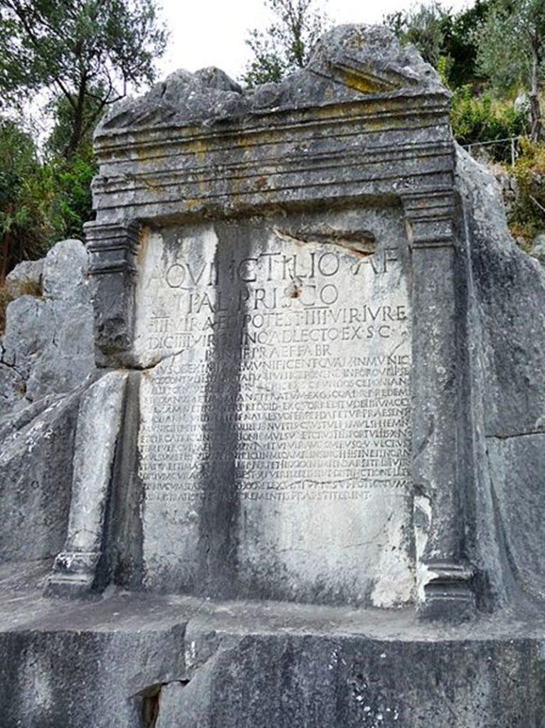 Aulo Quintilio Prisco - Testamento visto dalla valle