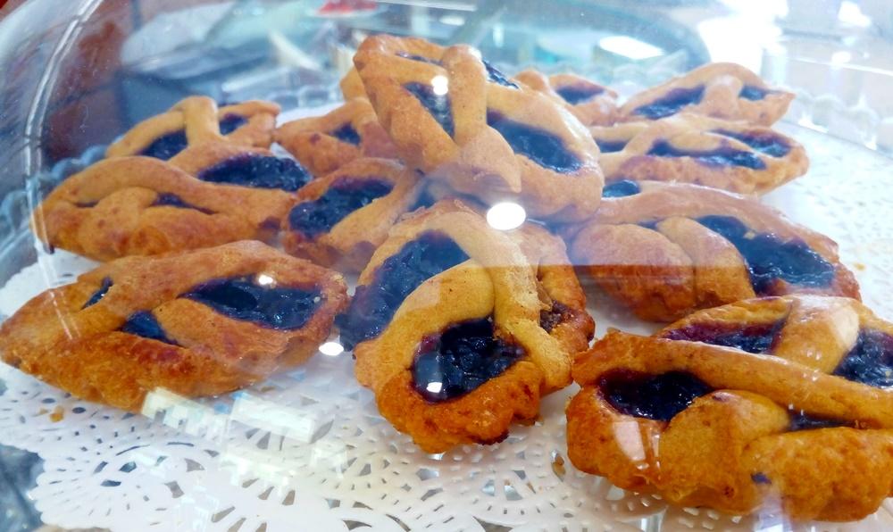 Social Eating - crostatine di visciole su alzata