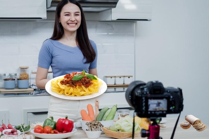 Social Eating - Cucinare A Casa davanti a una videocamera