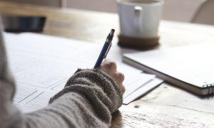 Scrivere come terapia - Scrivere con tazza di caffè