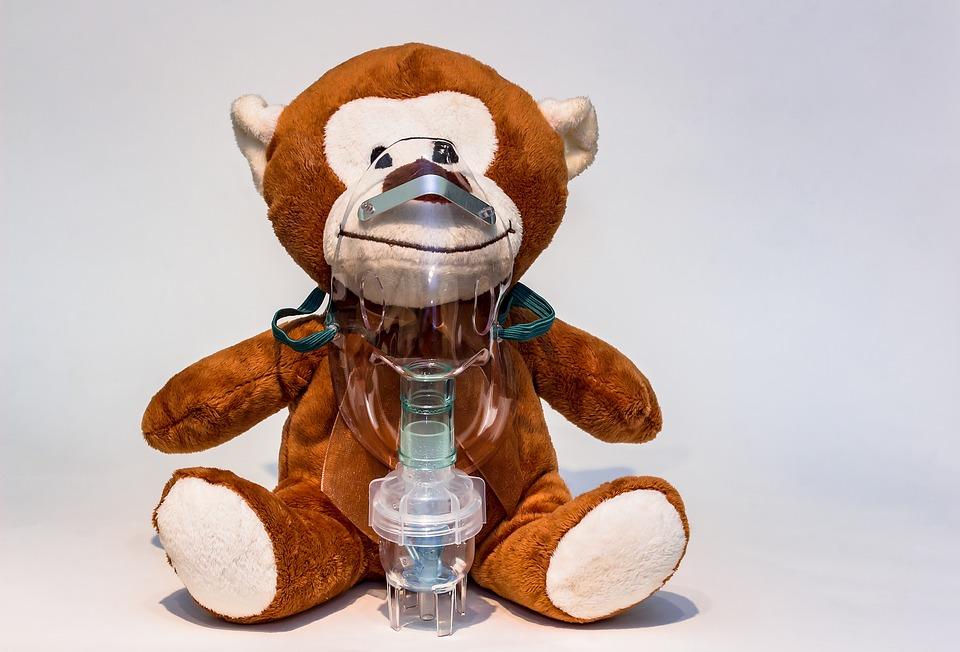 Farmaco israeliano - Aerosol ad un orsacchiotto